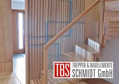 Glasgelaender der Faltwerktreppe Saarbruecken der Firma TBS Schmidt GmbH