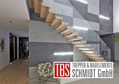 Das Glasgelaender der Kragarmtreppe Kaiserslautern der Firma TBS Schmidt GmbH
