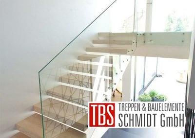 Glasgelaender an der Kragarmtreppe Hessen der Firma TBS Schmidt GmbH