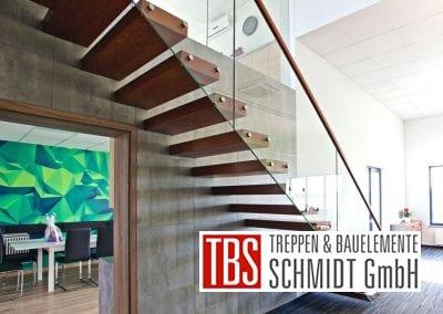 Das Glasgelaender der Kragarmtreppe Baden Wuerttemberg der Firma TBS Schmidt GmbH