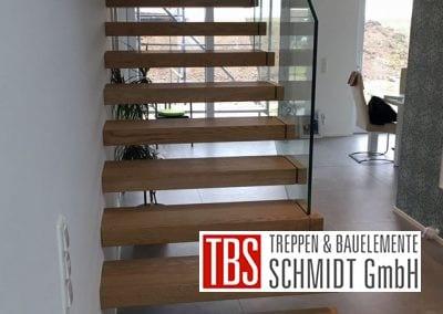 Das Glasgelaender der Kragarmtreppe Saulheim der Firma TBS Schmidt GmbH