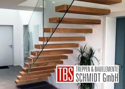 Die Rueckansicht der Kragarmtreppe Saulheim der Firma TBS Schmidt GmbH
