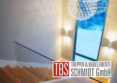 Halbgewendelte Color-Wangentreppe Worms der Firma TBS Schmidt GmbH
