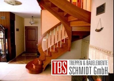 Seitenansicht Wangentreppe Ibbenbuehren der Firma TBS Schmidt GmbH