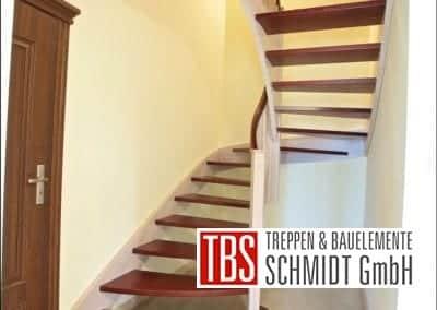 Halbgewendelte Color-Wangentreppe Mannheim der Firma TBS Schmidt GmbH