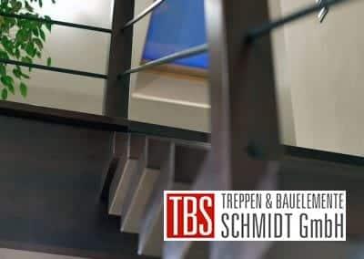 Treppengelaender der Mittelholmtreppe Bochum der Firma TBS Schmidt GmbH