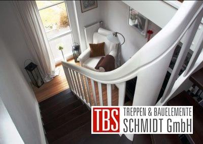 Das Treppengelaender der Color-Wangentreppe Jena der Firma TBS Schmidt GmbH