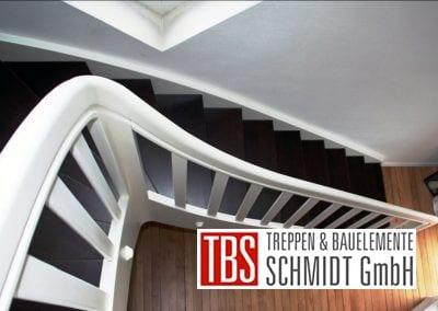 Viertelgewendelte Color-Wangentreppe Jena der Firma TBS Schmidt GmbH