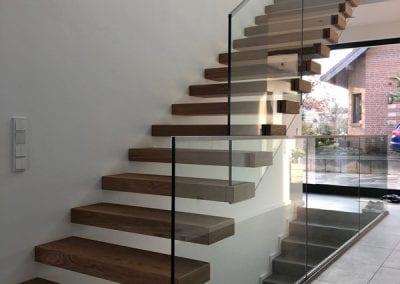 Das Glasgelaender der Kragarmtreppe Kerpen der Firma TBS Schmidt GmbH