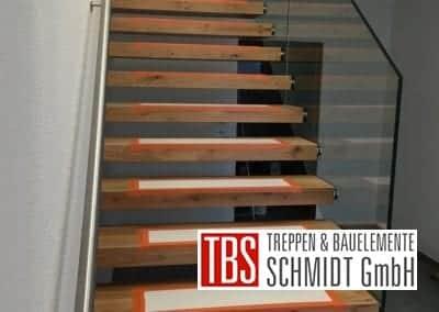 Kragarmtreppe Edelstahl- und Glasgelaender Treppenmontage der Firma TBS Schmidt GmbH