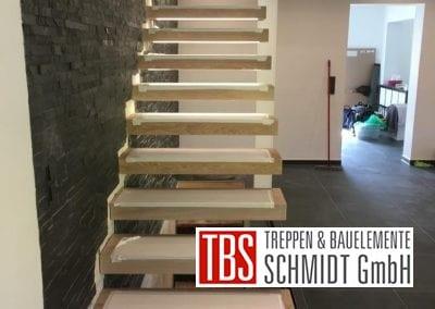 Kragarmtreppe mit LED Beleuchtung Treppenmontage der Firma TBS Schmidt GmbH